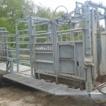 Cattle handling mobile system